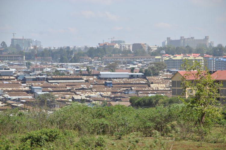 V uliciach Nairobi sa potulujú desaťtisíce opustených detí